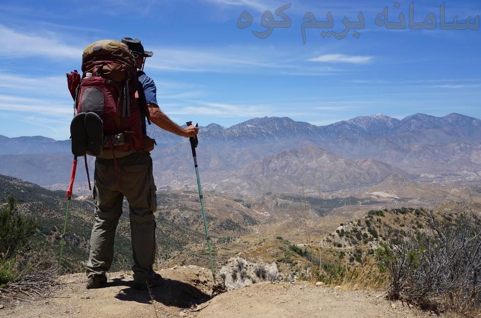 برای کاهش فشار بر روی مفاصل بدنتان،از باتوم های کوهنوردی استفاده کنید.
