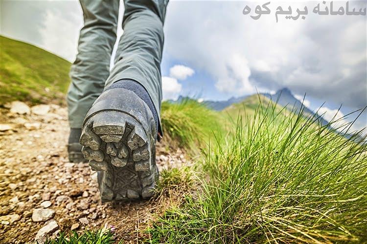 بوت کوهنوردی مناسبی را برای صعود خود، تهیه کنید.