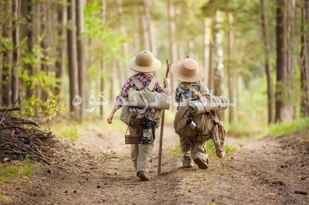 کودکان در کنار هم، کمتر اوقات تلخی می کنند و معمولا در کنار دوستانشان رفتار بهتری از خود نشان می دهد.