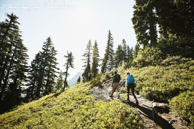 در هنگام کوهنوردی در فصل بهار ، از کرم های ضد آفتاب استفاده کنید.
