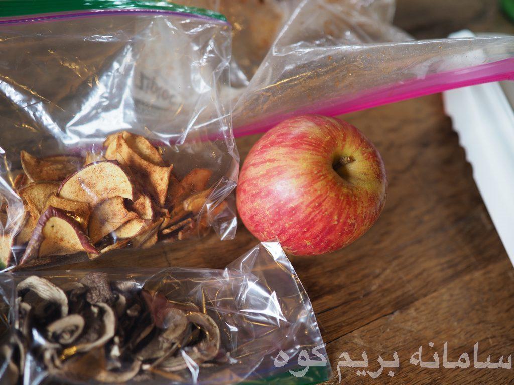میوه ها را می توانید با روش های مختلف خشک کنید . بریدن و یا مخلوط کردن آن ها
