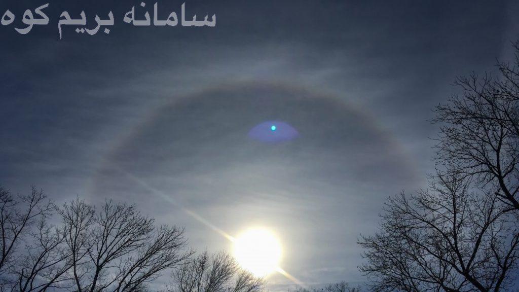 ابرهای سیرواستراتوس معمولا از کریستال های یخ تشکیل شده اند و یک هاله ی نورانی به دور خورشید می سازند.
