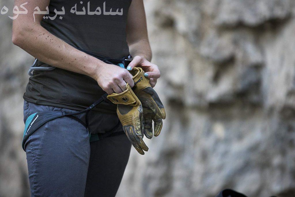 در روز های گرم تابستانی نیز ، از دستکش های بدون انشگت و رنگ روشن استفاده کنید.