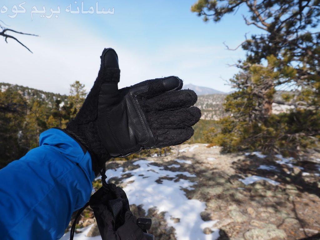 اگر به تازگی کوهنوردی در آب و هوای سرد را شروع کرده اید و قصد اقامت شبانه در کمپ ندارید، می توانید از دستکش های متفرقه و ارزان قمیت استفاده کنید.