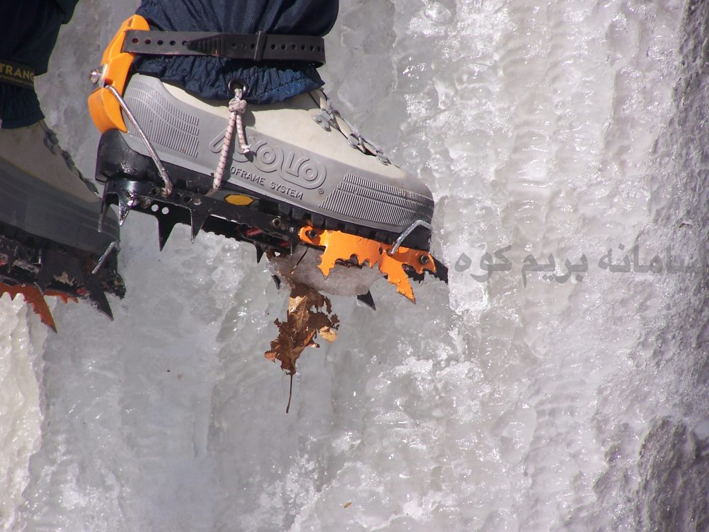 کرامپون ها سبک که اصطکاک کمتری با زمین ایجاد می کنند، معمولا برای صعود های روزانه و کوتاه زمستانی، مناسب می باشند