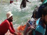 امدادرسانی هلال احمر چهار محال و بختیاری به حادثه سقوط کوهنورد 30 ساله در رودخانه «دراز رود»